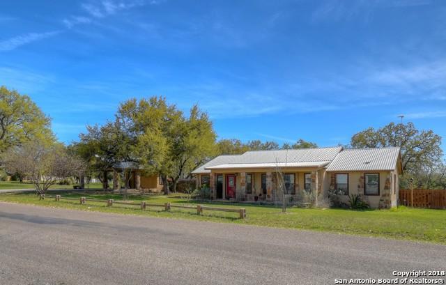 2906 Oak Ridge Dr, Horseshoe Bay, TX 78657 (MLS #1301572) :: Erin Caraway Group