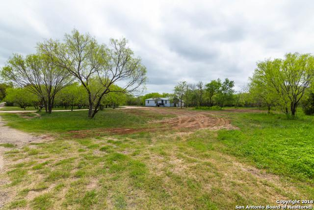 661 County Road 663, Devine, TX 78016 (MLS #1301623) :: Erin Caraway Group