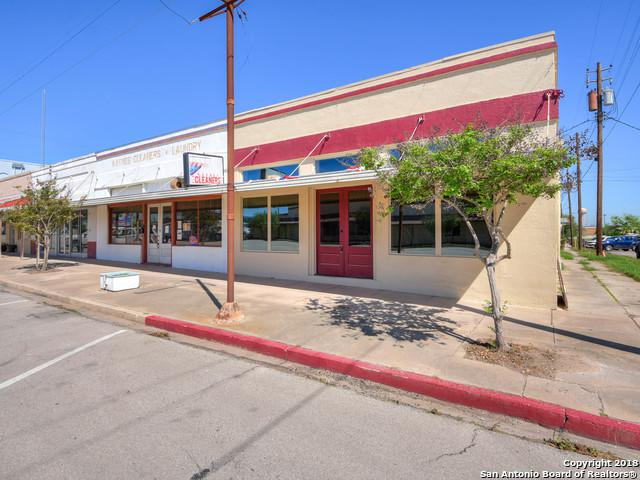119 E Calvert Ave, Karnes City, TX 78118 (MLS #1302096) :: Erin Caraway Group