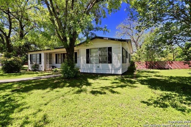 313 N Seguin, La Vernia, TX 78121 (MLS #1304077) :: ForSaleSanAntonioHomes.com