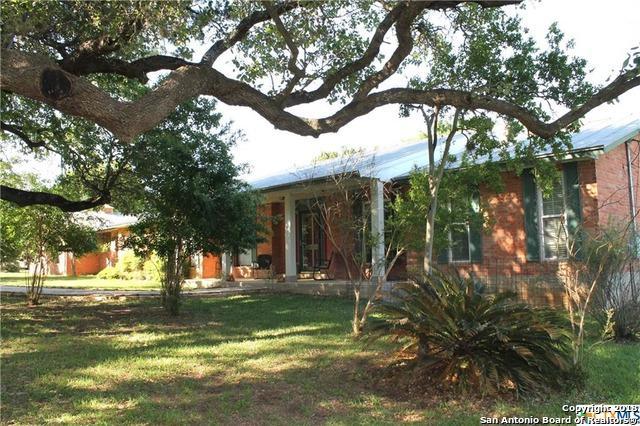 10715 Dedeke Dr, New Braunfels, TX 78132 (MLS #1304906) :: Erin Caraway Group