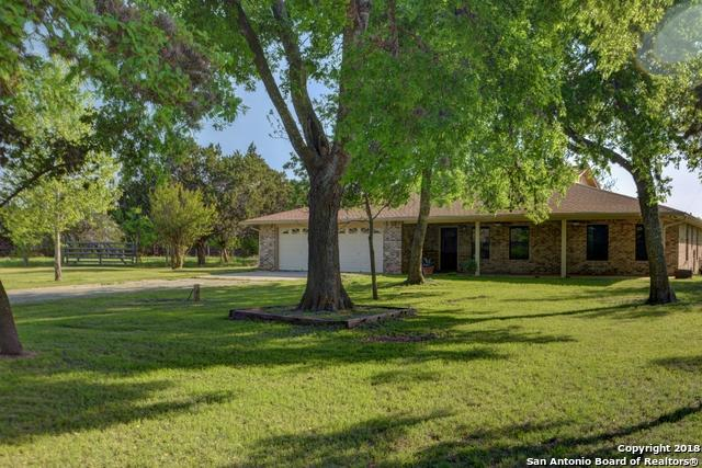 118 Evans Rd, Bandera, TX 78003 (MLS #1305091) :: Magnolia Realty