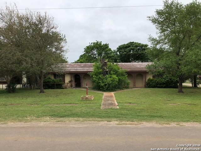 310 E 5th St, Nixon, TX 78140 (MLS #1305261) :: Ultimate Real Estate Services