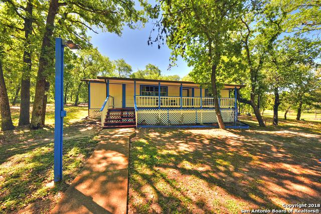 107 Post Oak Rd, La Vernia, TX 78121 (MLS #1305470) :: Neal & Neal Team