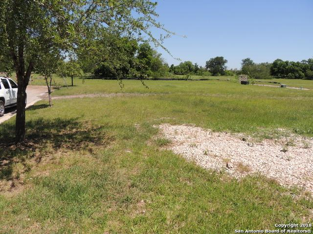 937 N Academy Ave, New Braunfels, TX 78130 (MLS #1305756) :: Berkshire Hathaway HomeServices Don Johnson, REALTORS®