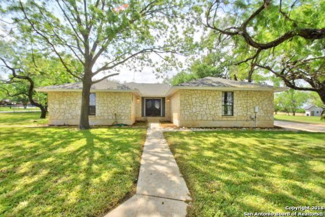 2408 B St, Floresville, TX 78114 (MLS #1306182) :: Magnolia Realty