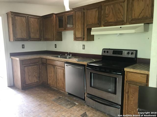 280 West Trail, Pleasanton, TX 78064 (MLS #1306601) :: The Castillo Group