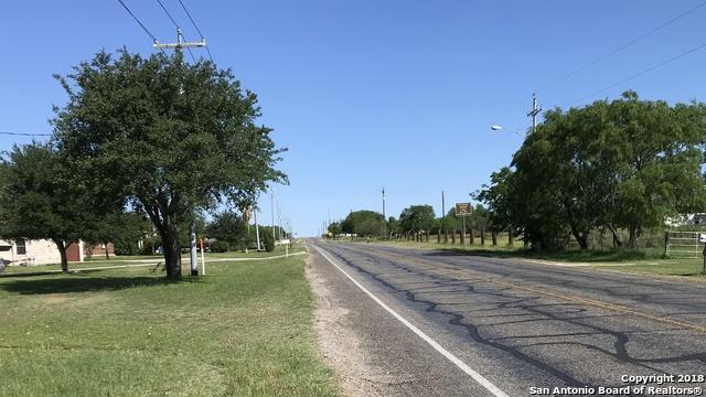 521 4TH ST, Floresville, TX 78114 (MLS #1306738) :: Magnolia Realty
