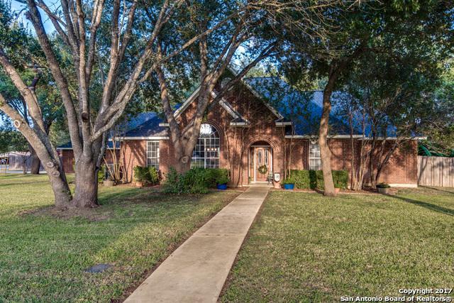 1338 Continental Dr, Pleasanton, TX 78064 (MLS #1306805) :: Erin Caraway Group
