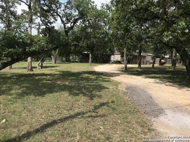 337 Robindale E, Bandera, TX 78003 (MLS #1307154) :: Magnolia Realty