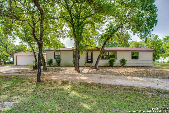 180 Country Acres Dr, Adkins, TX 78101 (MLS #1308192) :: Erin Caraway Group