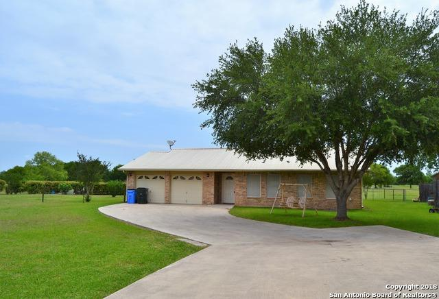 505 River Oak Dr, Seguin, TX 78155 (MLS #1308297) :: Erin Caraway Group