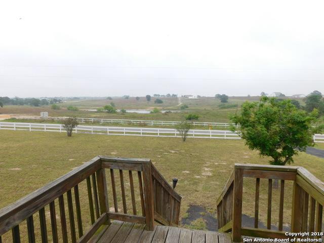 112 Lakeview Circle, La Vernia, TX 78121 (MLS #1308408) :: Magnolia Realty