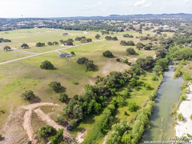 863 Martingale Trail, Bandera, TX 78003 (MLS #1308620) :: Erin Caraway Group