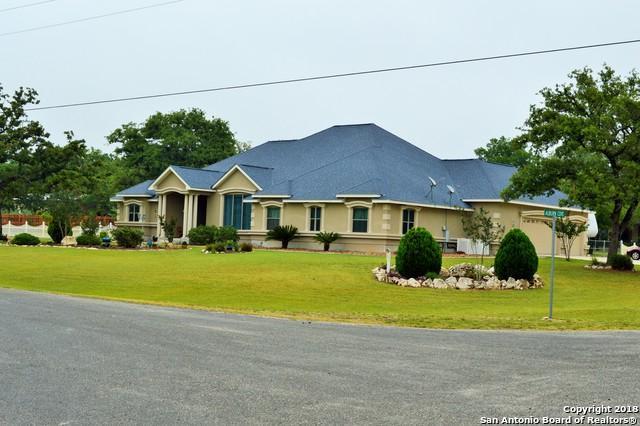 101 Auburn Cove, La Vernia, TX 78121 (MLS #1308818) :: Erin Caraway Group