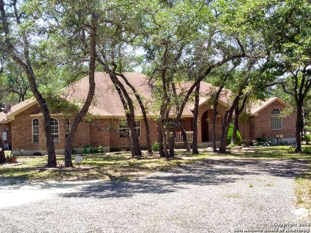 113 Emerald Dr, Floresville, TX 78114 (MLS #1310460) :: Magnolia Realty