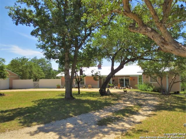 947 Mountain View Pl, Pipe Creek, TX 78063 (MLS #1311591) :: Neal & Neal Team