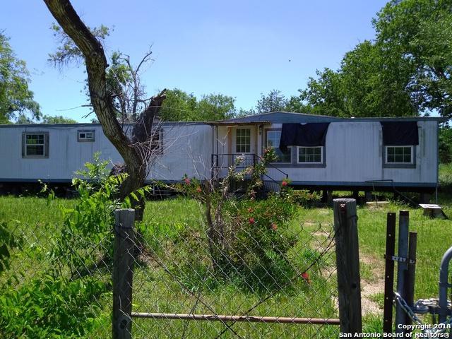 207 E 7th St, Elmendorf, TX 78112 (MLS #1311833) :: Magnolia Realty