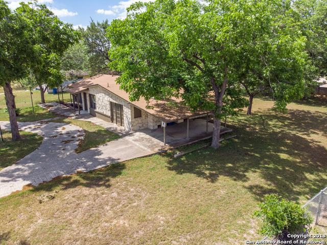 705 10TH ST, Floresville, TX 78114 (MLS #1312109) :: Magnolia Realty