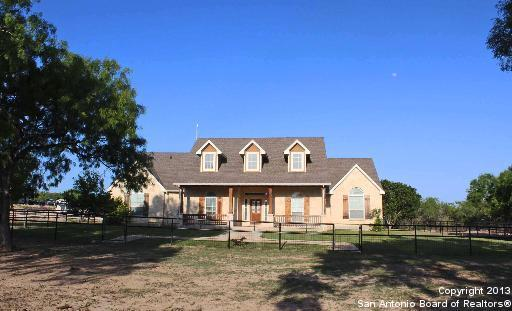132 County Road 7866, Devine, TX 78016 (MLS #1312401) :: Tom White Group