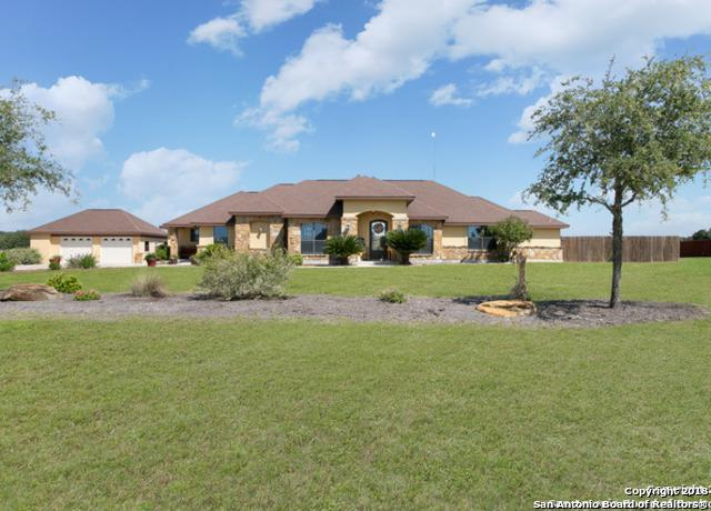 197 Abrego Lake Dr, Floresville, TX 78114 (MLS #1312878) :: Magnolia Realty