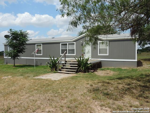 725 Bootleg Rd, Pleasanton, TX 78064 (MLS #1313000) :: Magnolia Realty