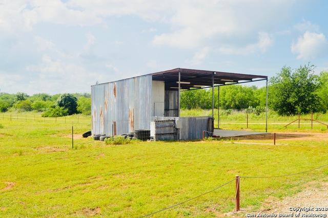 124 Mann Rd, Poteet, TX 78065 (MLS #1313283) :: Magnolia Realty