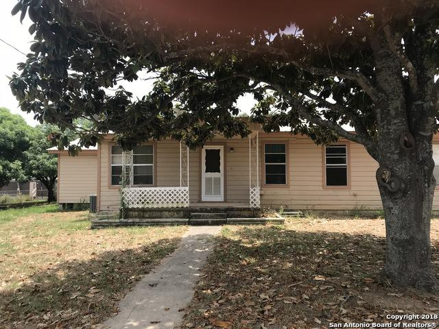 1415 W Goodwin St, Pleasanton, TX 78064 (MLS #1316295) :: Tom White Group