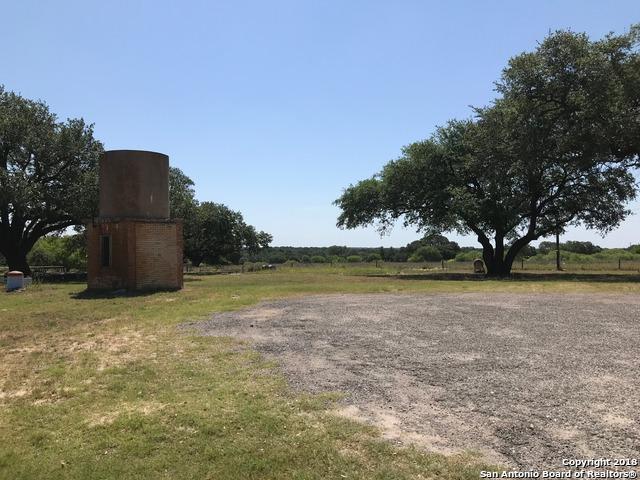 100 Abrego Lake Dr, Floresville, TX 78114 (MLS #1317018) :: Exquisite Properties, LLC