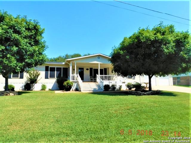 1905 Shiloh St, Floresville, TX 78114 (MLS #1317060) :: Neal & Neal Team