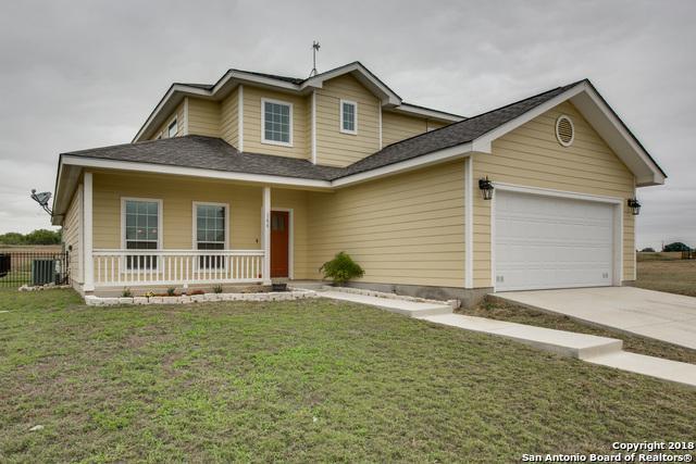 144 Lark Hill Rd, Floresville, TX 78114 (MLS #1318233) :: Exquisite Properties, LLC