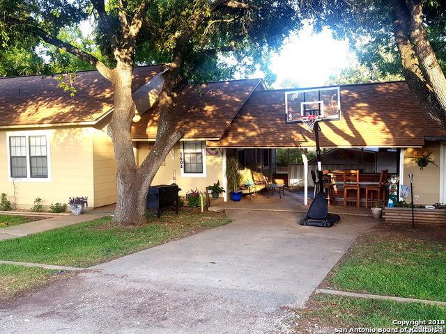 1604 J St, Floresville, TX 78114 (MLS #1319479) :: Tom White Group