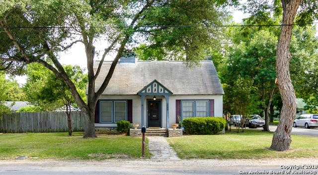 1053 E College St, Seguin, TX 78155 (MLS #1320482) :: Erin Caraway Group