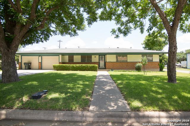1724 Hickston St, Gonzales, TX 78629 (MLS #1320663) :: NewHomePrograms.com LLC