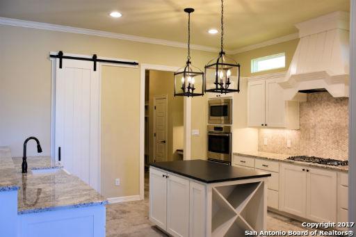 684 Acorn Dr, New Braunfels, TX 78130 (MLS #1320668) :: The Suzanne Kuntz Real Estate Team