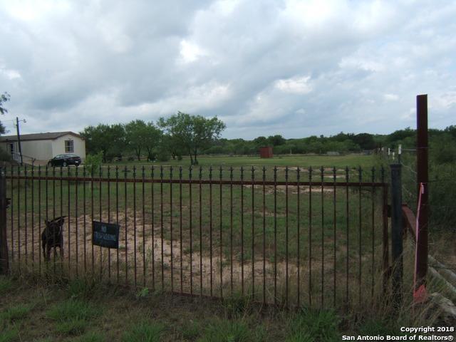5380 Blackhill Rd, Floresville, TX 78114 (MLS #1321206) :: Neal & Neal Team