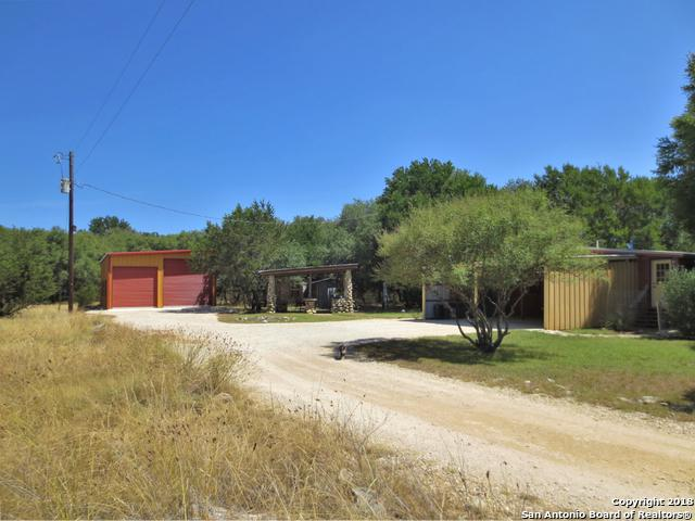 2252 Rohrbuch Rd, Pipe Creek, TX 78063 (MLS #1323145) :: Alexis Weigand Real Estate Group