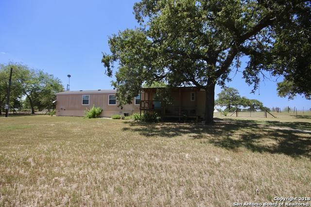 121 Quail Crest Dr, La Vernia, TX 78121 (MLS #1324031) :: Alexis Weigand Real Estate Group