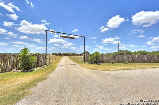 375 County Road 347, Hondo, TX 78861 (MLS #1324059) :: Neal & Neal Team