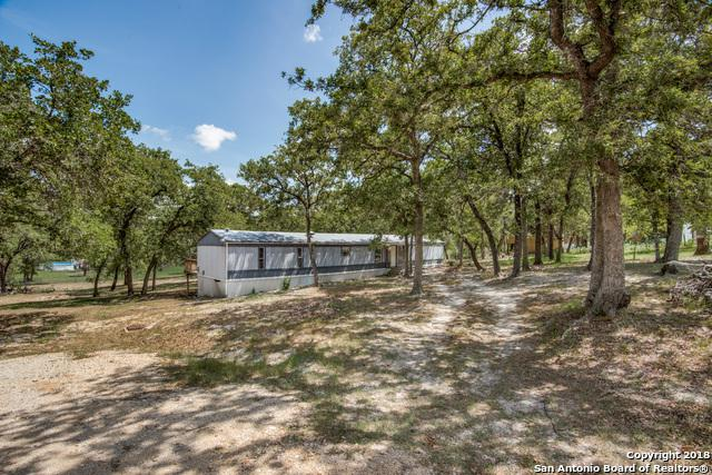 109 Lost Trail, La Vernia, TX 78121 (MLS #1325163) :: Neal & Neal Team