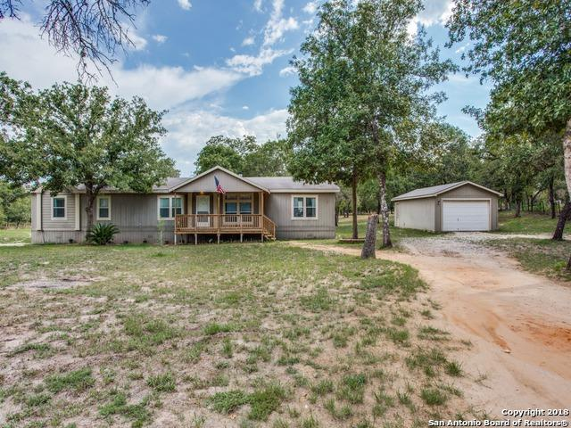 130 Clear Spring, Floresville, TX 78114 (MLS #1325200) :: Neal & Neal Team