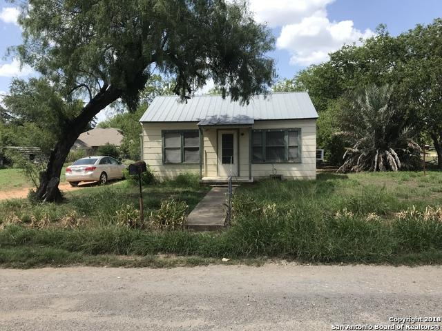 513 E Rio Grande St, Pearsall, TX 78061 (MLS #1325216) :: The Castillo Group