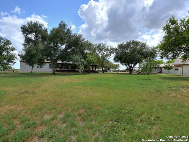 15075 E Lupon Rd, St Hedwig, TX 78152 (MLS #1325918) :: Erin Caraway Group