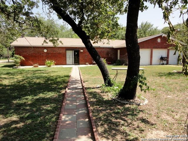 980 Sherwood Forest Dr, Poteet, TX 78065 (MLS #1327339) :: NewHomePrograms.com LLC