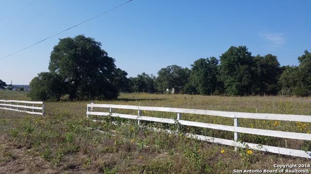 128 Lakeview Circle, La Vernia, TX 78121 (MLS #1328761) :: Exquisite Properties, LLC