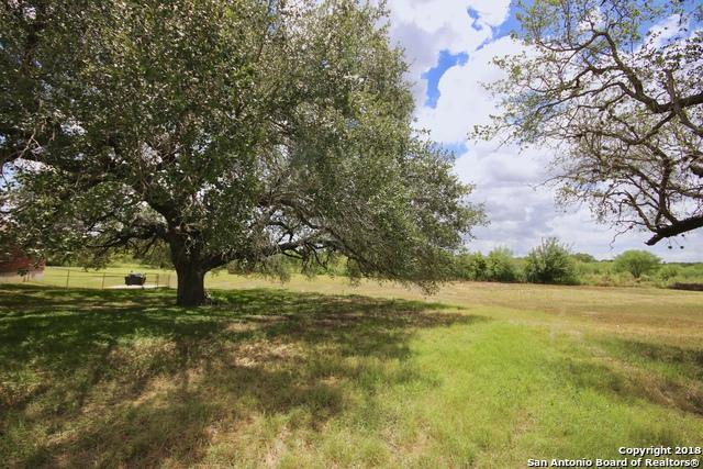 88 Windcrest, Floresville, TX 78114 (MLS #1330846) :: NewHomePrograms.com LLC