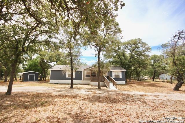 311 Flores Oaks Dr, Floresville, TX 78114 (MLS #1331556) :: NewHomePrograms.com LLC