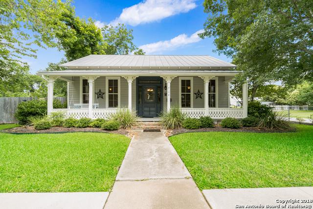 708 W Mill St, New Braunfels, TX 78130 (MLS #1332157) :: The Castillo Group
