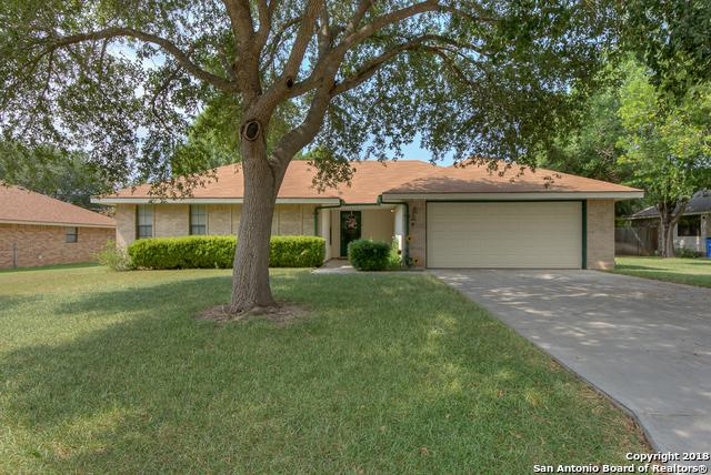 776 Country Club Dr, Seguin, TX 78155 (MLS #1332686) :: Alexis Weigand Real Estate Group