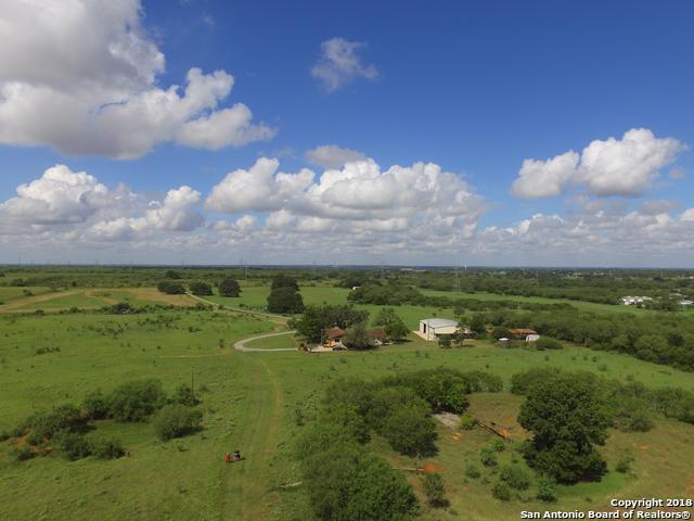 605 County Road 407, Floresville, TX 78114 (MLS #1333144) :: Exquisite Properties, LLC